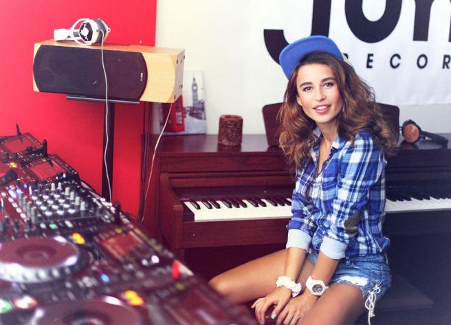 SPIN IT-WOMEN DJS – Women In Stereo
